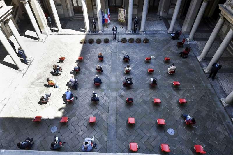 2020年4月25日,米蘭市長出席義大利解放75週年的紀念儀式。(美聯社)
