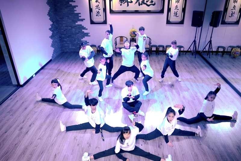 阿KING與幾位街舞老師將在地文化與街舞專業結合,開創台灣專屬街舞。(圖/新創總會提供)