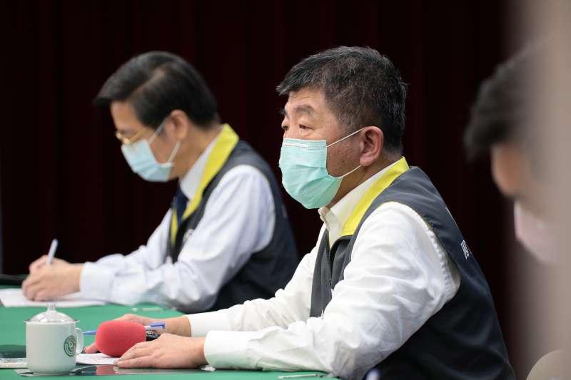 中央流行疫情指揮中心指揮官陳時中(右)今(6)日宣布,台灣新增1例新冠肺炎確診病例。(資料照,中央流行疫情指揮中心提供)