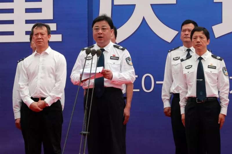 對於中國公安部副部長孫力軍(中)遭指控涉嫌嚴重違紀違法,外界諸多揣測,疑與洩漏武漢P4實驗室機密文件有關。(圖取自網路)