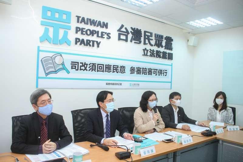 20200429-台灣民眾黨立委賴香伶(左三)等人召開「司改須回應民意,參審陪審可併行」記者會 。(蔡親傑攝)