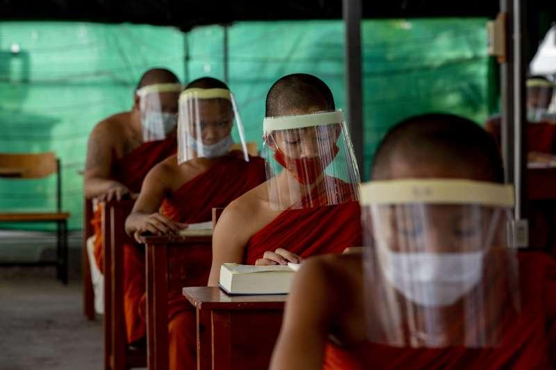 泰國當局稱疫情未受到完全控制,28日決定延長緊急命令措施至5月31日(美聯社)