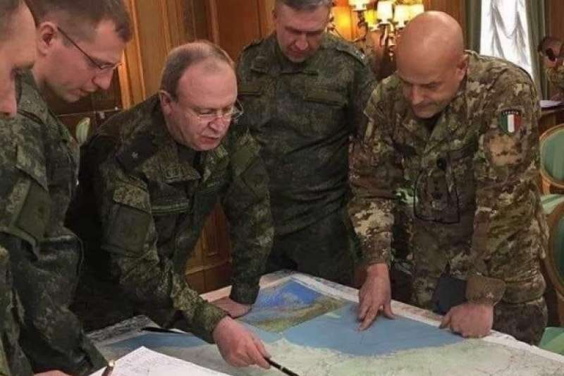 俄羅斯軍隊進入北約盟國義大利,與75年前與德軍一起進攻蘇聯的義大利軍隊聯手展開人道救援任務。