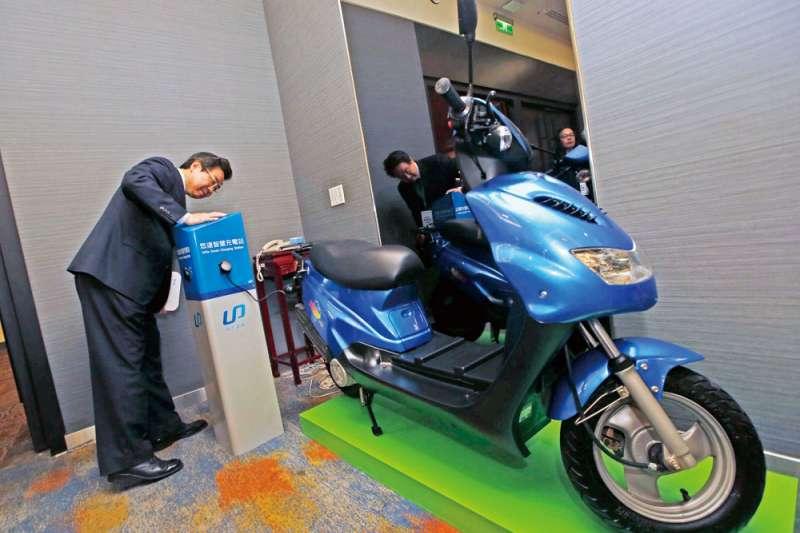 政府擴大七期燃油車補助,是今年第一季電動機車銷量比去年同期衰退15.8%的因素之一。(郭晉瑋攝)
