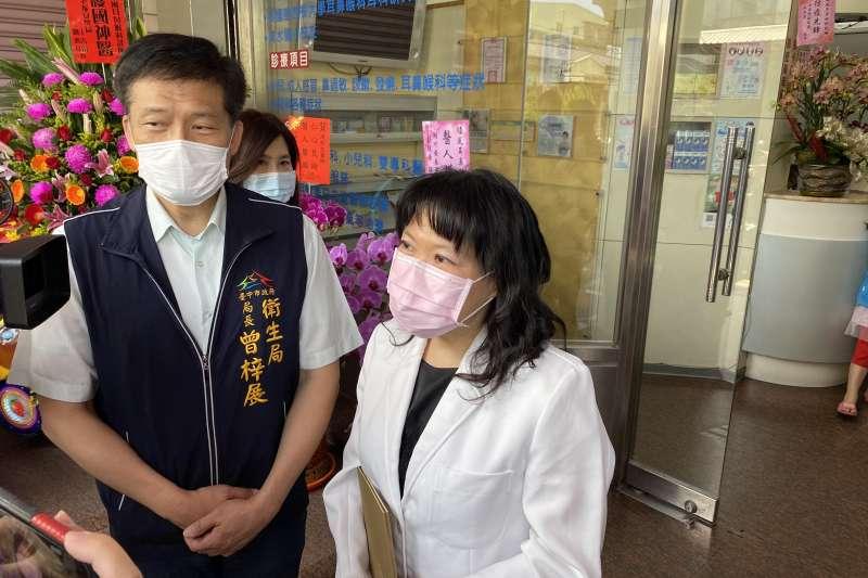 台中市衛生局表揚清水順風耳鼻喉科醫師周郁文。(台中市政府提供)