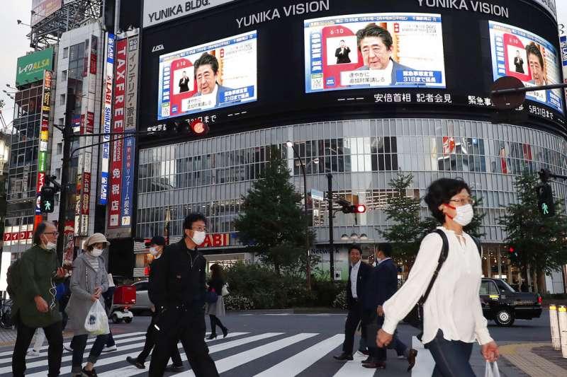 日本首相安倍晉三正在宣布延長緊急事態到5月底。(美聯社)