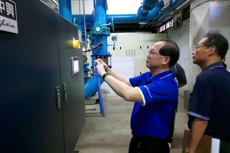 節電醫師針對用電安全配置進行說明。(圖/新北市環保局提供)