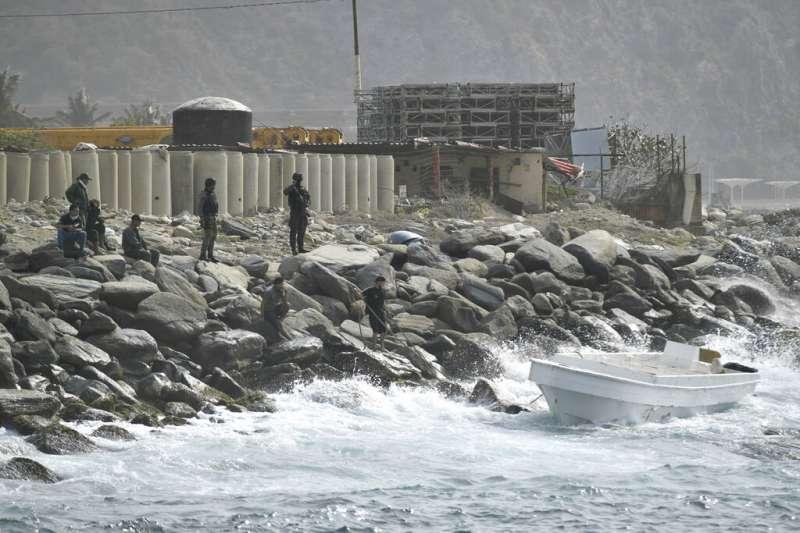 3日,委內瑞拉馬杜洛政府聲稱有200多人組成的「傭軍團」企圖從鄰國哥倫比亞搭乘快艇攻進委國。(AP)