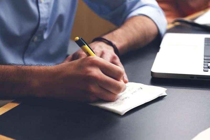 作者認為,要當一名有作用的名嘴,你應該使用淺白的語言,並且不預先假設人們已經了解不熟悉的概念。(取自StartupStockPhotos@pixabay)