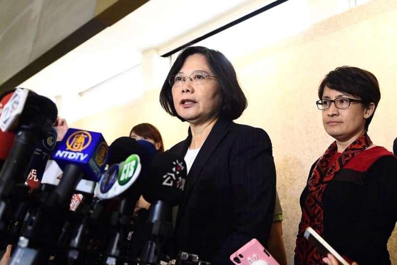 蕭美琴(右)不但是總統蔡英文(左)的閨蜜,在外交上更是得力助手。(翻攝自蔡英文臉書)