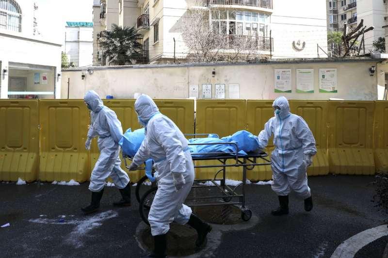 武漢爆發肺炎疫情封城,引起不少在中國台商的恐慌。(美聯社)