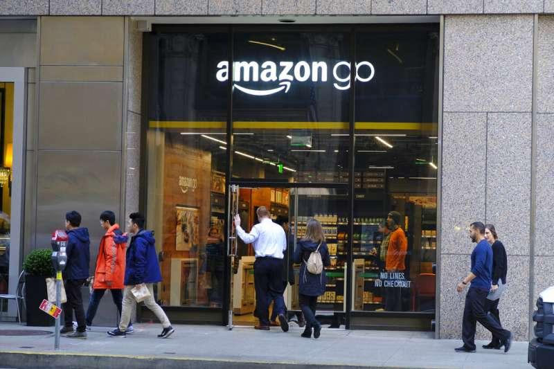 民眾不出門讓電商平台的業績大增,Amazon的股價創下歷史新高。(AP)