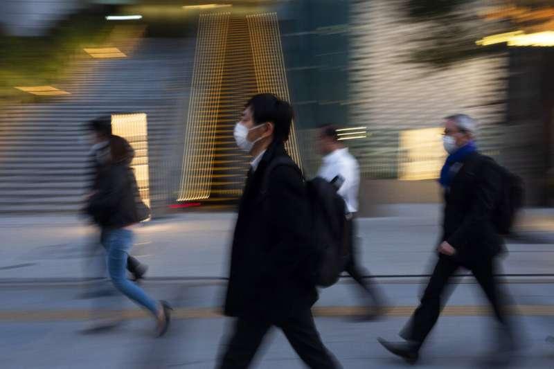 疫情加強了日本人不外出、在家中消費的「巢籠消費」傾向。(AP)