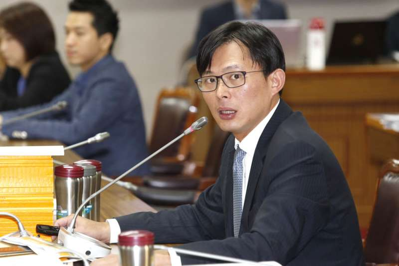 黃國昌(右)強調,大同有引進新的獨立董事,據以建構功能性、制度性的監督制衡機制的迫切需求,才能有效保障全體股東的權益。。(郭晉瑋攝)