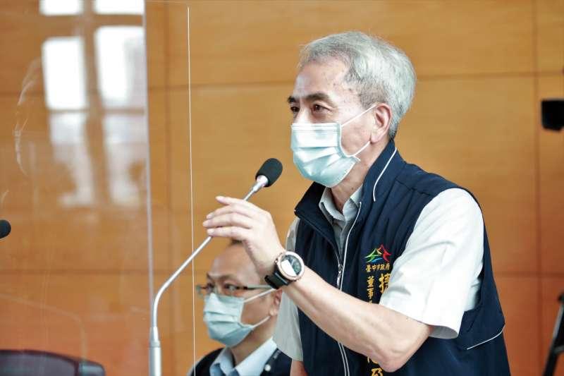 台中捷運公司董事長林志盈說明中捷票價計算及日後的檢討方式。(圖/台中市政府提供)