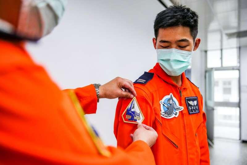 20200507-中尉飛官蔡典志(見圖)在媽媽和親友見證下,順利完成首次IDF經國號戰機「放單飛」。(取自青年日報社)