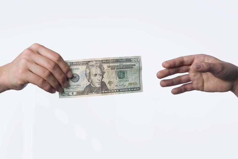 為防範未來出現大筆呆帳無法回收的窘境,銀行高層主管表示,有2招防範機制。(圖:flickr)