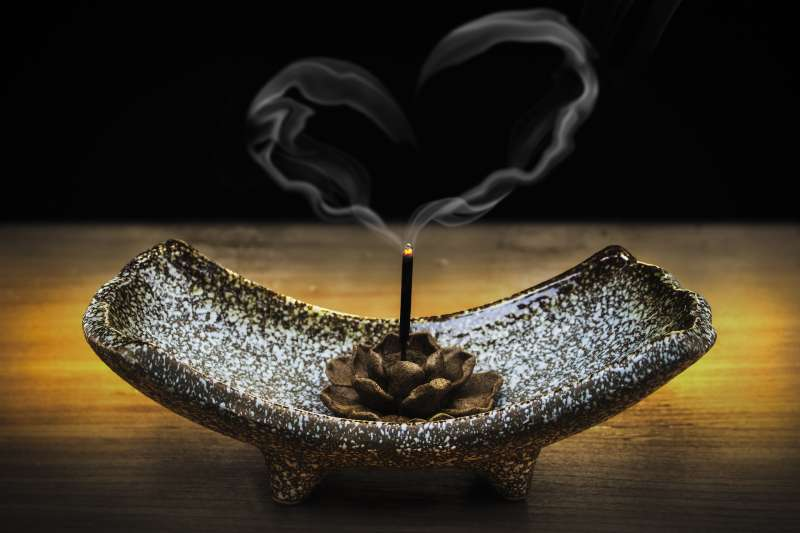 焚香、燒香、香爐、香具、香器。(圖/pixabay)