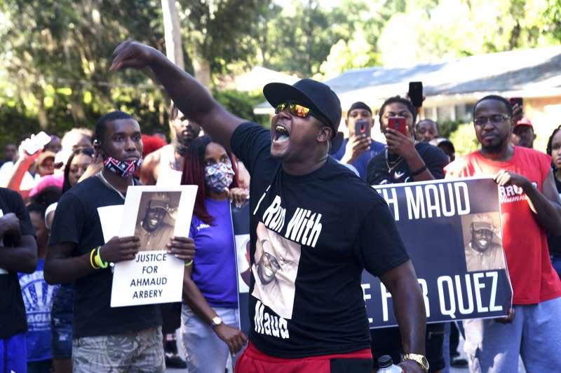2020年2月23日,美國喬治亞州一位黑人青年阿貝瑞(Ahmaud Arbery)無辜遭到白人槍殺,引發公憤(AP)