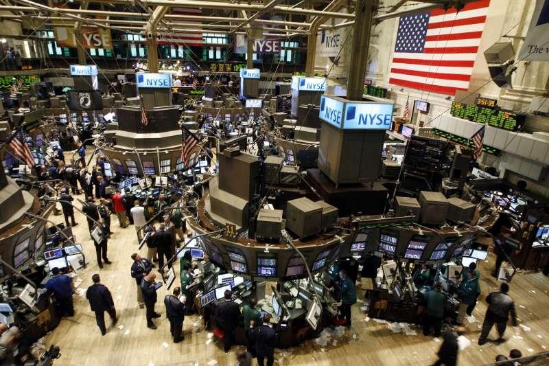 交易所的電腦化交易,以及金融商品的多樣性,其背後的發展脈絡,都是為了回應市場需求--降低交易成本,所產生的。(圖/fototv@pixabay)