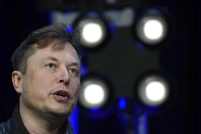 美國電動車大廠特斯拉(Tesla)股價創新高後,反而墜入技術性熊市。圖為執行長馬斯克(Elon Musk)。(AP)