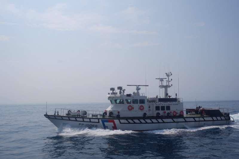 台東海巡隊隊員黃睿濠10日晚間在巡防艇上執勤時,因不明原因落海殉職,事發的巡防艇為PP-10068「基隆艇」,9日才剛撥交。(取自海巡署艦隊分署臉書)