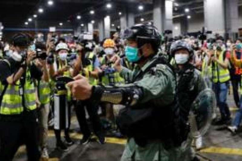 香港記協民調顯示香港公眾與新聞業界均認為記者所遭受暴力威脅顯著增加。(BBC中文網/Reuters)