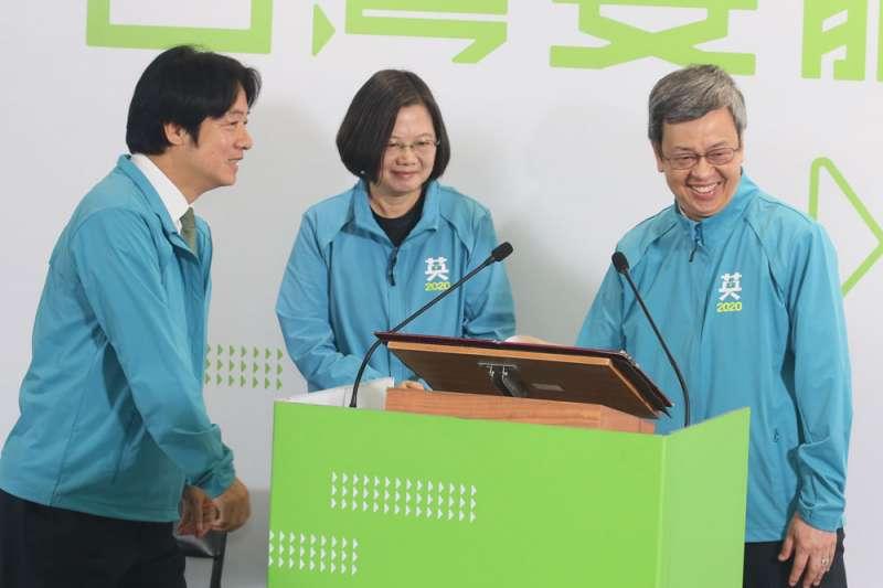 蔡英文(中)和賴清德(左),能否如陳建仁(右)和她一樣融洽,備受關注。(柯承惠攝)
