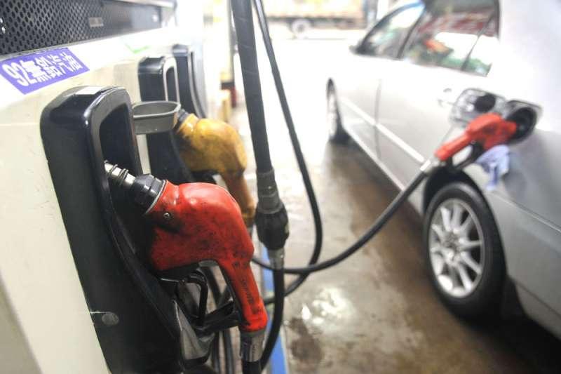 油價上漲對於弱勢族群的經濟將造成直接衝擊,恐怕引發民意反彈。(林瑞慶攝)