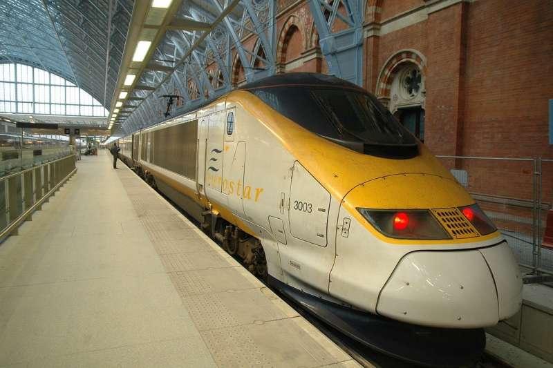 有英國鐵路局員工遭吐口水後染武漢肺炎身亡。(示意圖/pixabay)