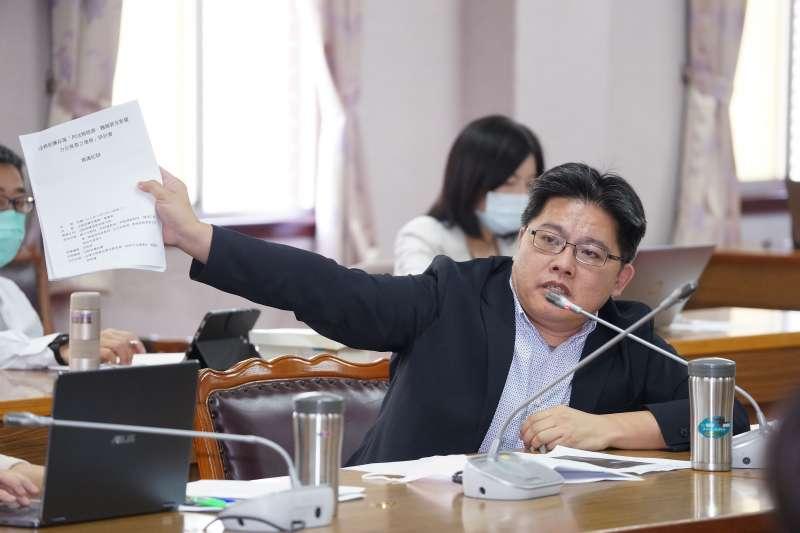 20200513-立委邱顯智13日於司法法制委員會質詢。(盧逸峰攝)