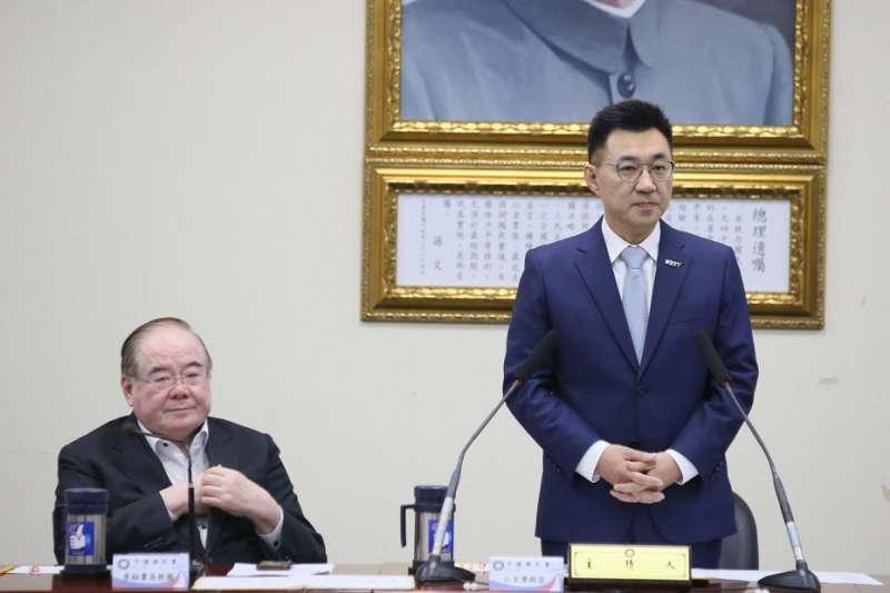 江啟臣(右)接任黨主席後,國民黨政黨支持度跌至新低。(柯承惠攝)