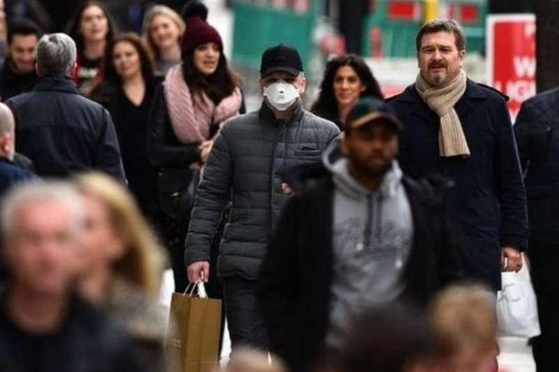 英國政府的前首席科學顧問戴維•金爵士說,政府部長在是否放鬆隔離限制的問題上似乎軟化了測試的立場,「或許我們正在走向群體免疫?」 (BBC中文網)