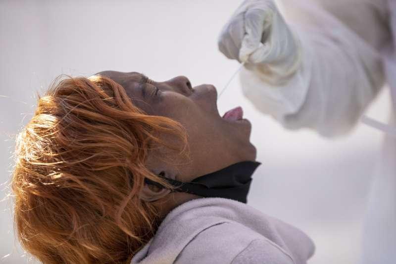 武漢肺炎:南非是疫情最嚴重的非洲國家,而被南非包圍的內陸王國賴索托首度出現確診病例(AP)
