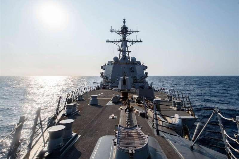 美軍一艘作戰艦5月14日由北向南航經台灣海峽;美軍太平洋艦隊臉書粉絲團主動披露,為麥克坎貝爾號驅逐艦。(圖取自facebook.com/USPacificFleet)