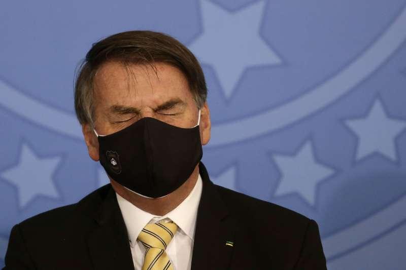 巴西總統博索納羅,至今仍對防疫的社交距離政策嗤之以鼻。巴西新冠肺炎確診案例已達世界第六高。(AP)