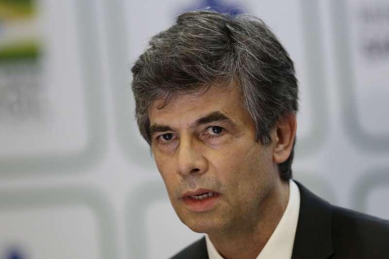 巴西衛生部長泰克上任不到一個月旋即請辭,傳與總統博索納羅在防疫工作上意見嚴重相左。(AP)