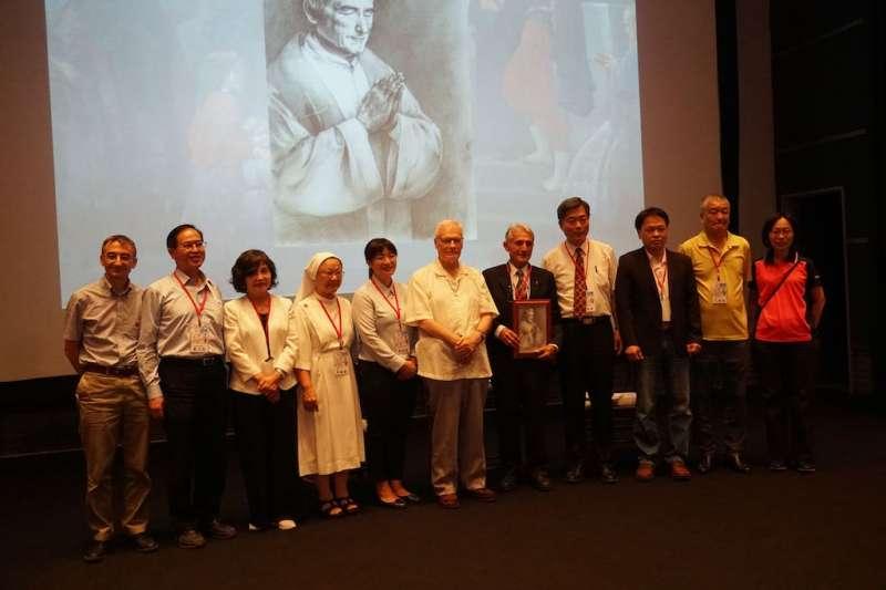 國立自然科學博物館出版的《台灣東海岸的法國牧者》講述一群自1948年起先後從歐洲到台灣的一群巴黎外方會神父傳教的經過。(圖/國立自然科學博物館提供)