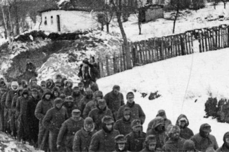 柯爾遜-契爾卡塞口袋中被俘德軍在紅軍監視下後送。(資料照,取自Wikimedia Commons)