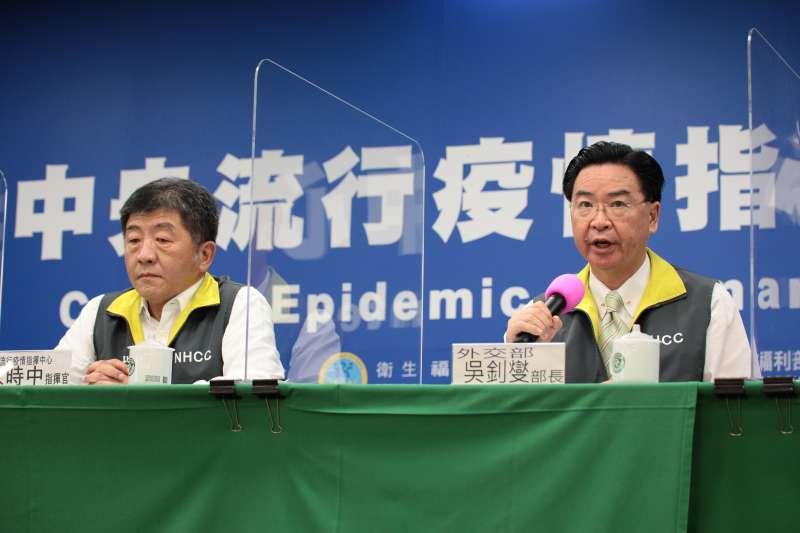 20200518-衛福部長陳時中(左)與外交部長吳釗燮(右)。(中央流行疫情指揮中心提供)