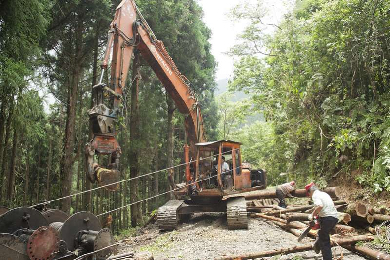 如果不挖山,地球上還有什麼材料足夠支持幾十億人蓋房子、造橋鋪路呢?難不成高樓大廈、集合住宅都用木材蓋嗎?(示意圖/Taiwan_Mountain@flickr)