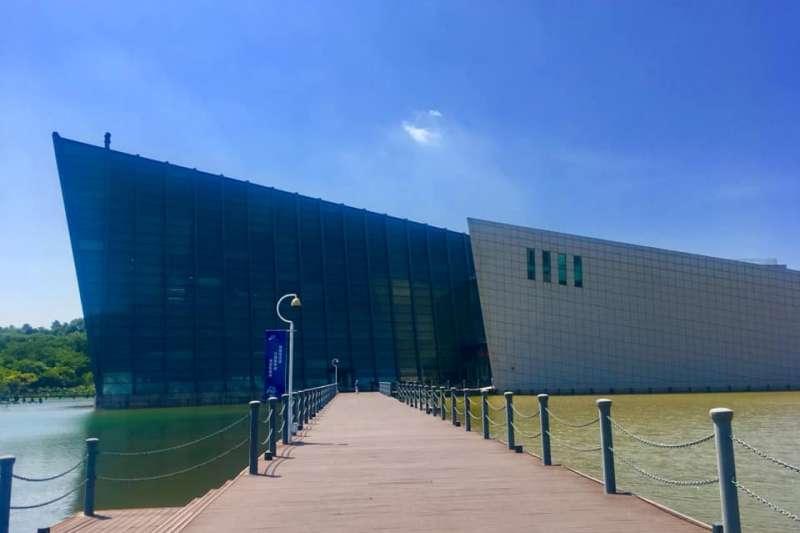 中共將中山艦打撈起並修復,成立博物館。圖為中山艦博物館外觀。(資料照,盧凡思提供)