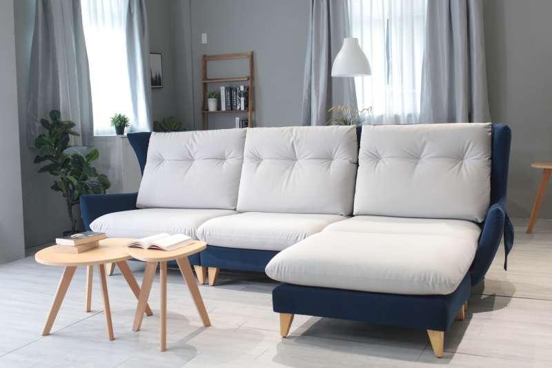 沙發挑選透氣度佳的布料 (圖/赫里亞手工訂製沙發提供)