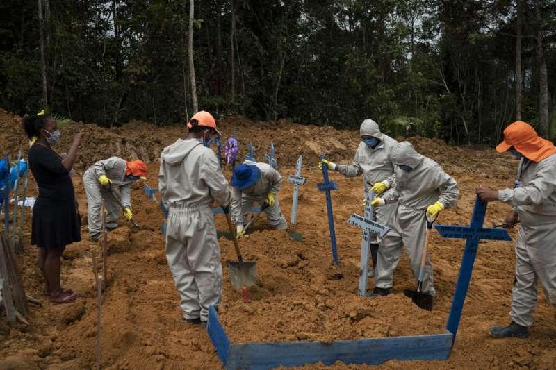 拉丁美洲患者激增,聖保羅市已有3000人死亡。(AP)