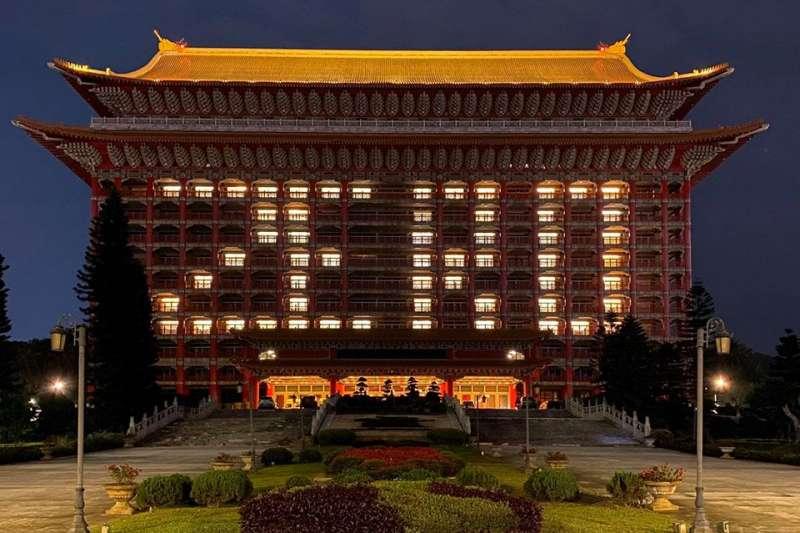 四月十四日新冠肺炎零確診,圓山飯店打出ZERO 燈光。(圖片來源:圓山飯店臉書)