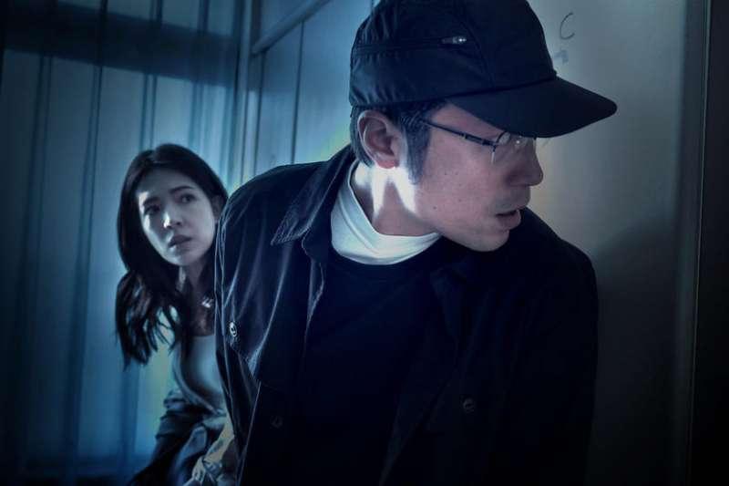 最近爆紅的台劇《誰是被害者》,以為是單純的連環殺人案,實際上或許是發生在我們身邊的故事。(圖/取自IMDb)