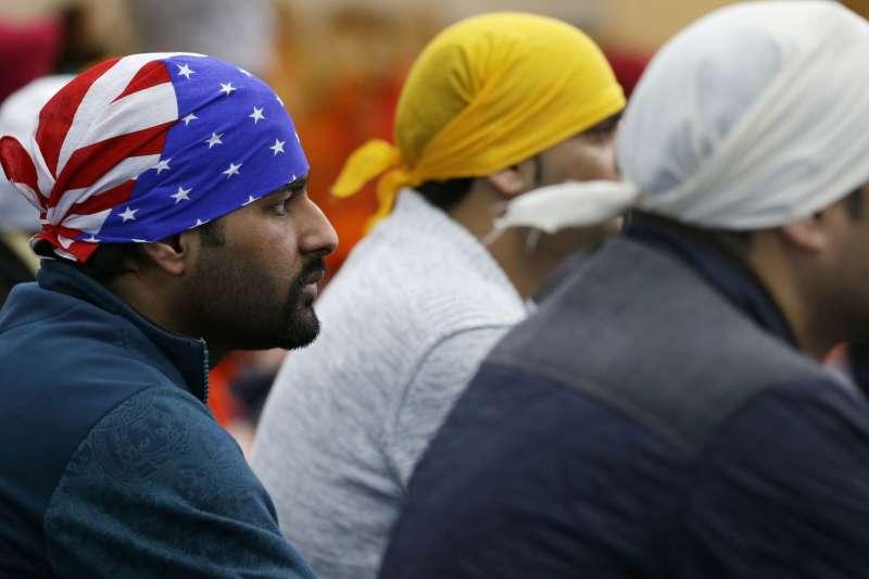 錫克教徒遵循信仰必須蓄髮鬍(AP)