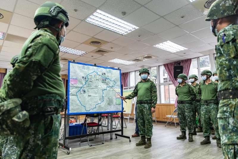20200519-因應梅雨季恐恐帶來豪雨災情,第三作戰區指揮官楊基榮中將19日上午進行災防整備指導。(取自軍聞社)