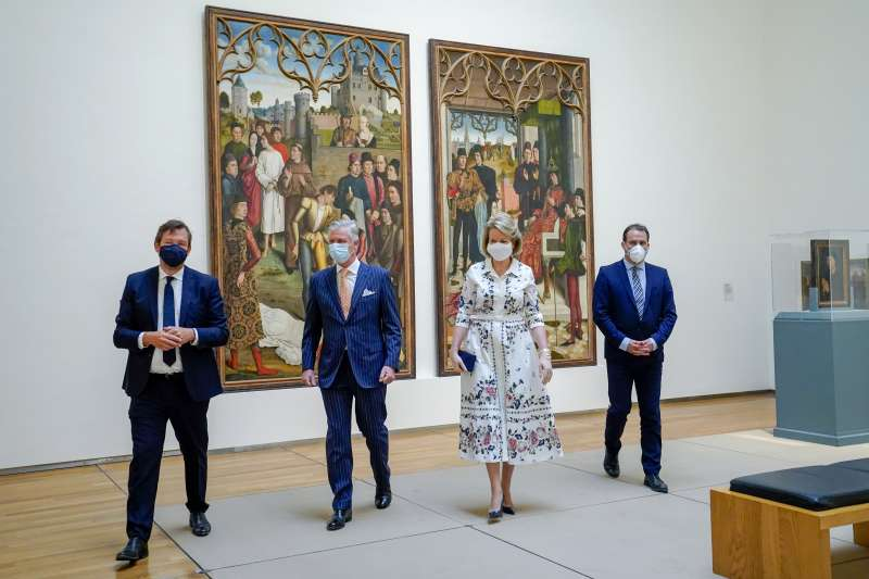 5月19日,比利時國王菲利普與王后瑪蒂爾德戴著口罩參觀布魯塞爾的皇家美術博物館(美聯社)
