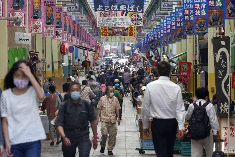 日本食品近年出現單價不變但內容量減少的「變相價格上升」情形。(美聯社)